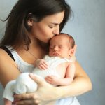 Apakah Anda termasuk salah satu dari sekian banyak ibu bahagia yang baru melahirkan si kecil? Kalau iya, Anda membaca artikel yang tepat saat ini. BP-Guide punya rekomendasi pilihan baju bayi baru lahir untuk anak Anda. Yuk simak yang berikut ini!