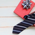今回は、彼氏や旦那さんへのプレゼントに最適なネクタイについて徹底調査しました。webアンケートをもとに編集部が厳選した人気ブランドばかりご紹介しますので、ネクタイに詳しくない女性でも最新のトレンドを知ることができます。どんな世代の方にもぴったりのブランドが見つかるランキングをチェックして、素敵なネクタイを贈りましょう。