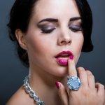 Anda suka mengoleksi cincin batu dengan warna-warni cantik? Jika iya, tak ada salahnya kalau Anda simak ulasan batu cincin untuk wanita sekaligus rekomendasi cincin batu wanita cantik yang dirangkum BP-Guide berikut ini Siapa tahu salah satunya bisa jadi tambahan koleksi Anda.