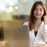 Meja kerja di rumah dibutuhkan agar bekerja di rumah menjadi semakin nyaman. Pekerjaan menjadi lebih rapi dan teratur dengan adanya meja kerja. Berikut tips dan rekomendasi bagi Anda yang mencari meja kerja yang nyaman.