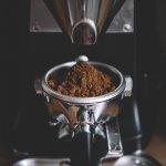 Paduan antara biji kopi terbaik serta teknik penggilingan dan penyeduhan yang sempurna tentunya menjadikan segelas kopi dengan rasa yang sempurna. Nah, tentunya juga mesti didukung oleh penggiling kopi yang baik, kan? Simak ulasan BP-Guide berikut bila Anda sedang mencari mesin penggiling kopi terbaik.