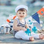 Siapa bilang cuma bayi perempuan saja yang bisa didandani? Bayi laki-laki juga bisa tampil keren dengan padu padan outift dan aksesori yang tepat, lho. Nggak percaya? Simak sederet rekomendasinya melalui artikel BP-Guide berikut ini.