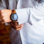 Jam tangan sudah tak lagi sekadar penunjuk waktu. Tetapi sudah menjadi item fashion yang tidak bisa dipandang sebelah mata. Jam tangan sudah menjadi pelengkap penting penampilan sehari-hari.