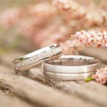 結婚5年目の木婚式に喜ばれている【2020年最新版】人気の結婚記念日プレゼントをランキング形式でご紹介します。結婚記念日のプレゼントとして木婚式など名称にちなんだものを夫婦で贈り合うのが主流であり、木婚式には木を素材にしたアイテムが贈られています。 この記事を参考に情報収集をして木婚式にぴったりの喜ばれる結婚記念日プレゼントを選んでください。
