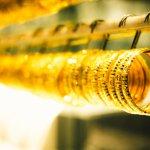 11 Rekomendasi Gelang Emas Cantik Ini Adalah Kunci Penampilan Mewah Anda (2020)