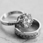Cincin dengan bahan logam perak banyak dipilih orang karena kuat dan harganya terjangkau. Anda juga bisa mendesain bentuk cincin yang rumit sekalipun karena logam perak juga paling mudah dibentuk. Perak juga fleksibel dikombinasikan dengan logam lain dan bisa menghasilkan cincin yang indah. Lihat saja deretan kombinasi cincin perak berikut ini. Anda pasti terkesan dengan keindahannya.