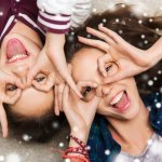 大学生の女友達に喜ばれる人気のクリスマスプレゼント10アイテムを、【2017年度最新版】ランキング形式で紹介いたします。  また、大学生の女友達がプレゼントに貰って嬉しいクリスマスプレゼントといえば、コスメやバスソルトなどの癒し系グッズ、おいしいスイーツなどがあげられますが、喜んでもらえるプレゼントを選ぶポイントや予算・相場などをわかりやすくまとめました。ぜひ喜んでもらえるプレゼント選びにご活用ください!