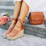 Bukan rahasia lagi, high heels tidak baik untuk kesehatan kaki. Tapi tenang saja, kini kamu bisa mengganti high heels dengan wedges yang lebih aman untuk kaki dan tidak membuatmu cepat pegal. Yuk, simak rekomendasi sandal wedges modis untukmu, dari BP-Guide berikut ini!