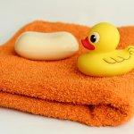 Sabun mandi bayi merupakan salah satu produk perawatan bayi yang wajib dimiliki. Selain bisa membersihkan kulit bayi dari kotoran, sabun mandi bayi juga bisa melembutkan kulit bayi. Yuk, cek rekomendasinya segera!