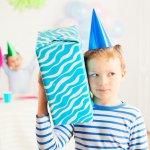 7歳8歳9歳の男の子に喜ばれている2019年最新版、人気の誕生日プレゼントをランキング形式でご紹介します。7~9歳の男の子に誕生日のプレゼントを贈る場合の平均的な相場やプレゼントの選び方、人気のプレゼントランキング、プレゼントに添えるメッセージ文例など徹底解説します。  事前に情報収集をしっかりと行い、7~9歳の男の子に喜ばれる誕生日プレゼントを選ぶ際に是非参考にしてください。