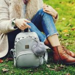 Tas adalah barang penting yang selalu dibawa ketika bepergian. Selain dipakai karena fungsinya, tas juga tentu saja harus memiliki tampilan keren dan nyaman. Seperti tas gendong yang BP-Guide rekomendasikan di artikel ini.