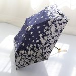 雨の日に大活躍する傘は、使うときにデザインがかわいいものだと気分も上がりますね。ここでは、編集部がwebアンケート調査などを元にピックアップした、デザインにこだわったおしゃれな傘10個をご紹介します。ランキングに選ばれたアイテムは、プレゼントにも喜んでもらえる大人気のデザインばかりです。雨の日も楽しく過ごせる素敵な傘を見つけてください。