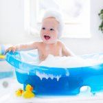 Bayi memiliki kulit yang cenderung sensitif. Pemilihan sabun bayi untuk membersihkan tubuhnya perlu perhatian yang cukup intens. Itulah sebabnya ibu perlu tahu kandungan di dalam sabun bayi agar meminimalisir terjadinya iritasi pada kulit bayi. Yuk, jaga kesehatan kulit bayi Anda dengan berbagai rekomendasi sabun bayi berkualitas ini!