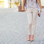 Celana merupakan fashion item yang akan mempengaruhi penampilan. Oleh karena itu, memilih model celana tidak bisa asal-asalan karena tidak semua bentuk tubuh cocok mengenakan model celana yang sama. Begitu juga dalam memilih padu padan yang tepat. Nah, intip koleksi celana wanita kekinian yang paling diminati saat ini, yuk!