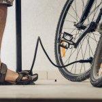 Kalau ingin nyaman berjalan kaki tapi tak ingin menggunakan sepatu, cobalah sandal olahraga. BP-Guide punya 10 rekomendasi sandal olahraga cocok untuk pria dan pilihan untuk wanita. Tampil nyaman dan gaya tentu tak ada salahnya, kan?
