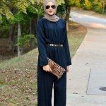 Jika kamu merasa fashion hijab hanya itu-itu saja, maka kamu salah besar. Di era modern ini, sudah banyak referensi fashion yang bisa dikenakan oleh para hijabers sehingga tak menjenuhkan. Salah satu contohnya adalah jumpsuit. Pakaian seperti ini dapat dikenakan oleh para hijabers untuk mengubah gayanya agar tampil berbeda.