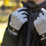 指先まで冷える寒い季節には、手袋が大活躍します。特に外出時間が長かったり、自転車やバイクに乗る機会が多い男子大学生にとって、手袋は欠かせないアイテムです。今回は、男子大学生に人気のあるメンズ手袋のブランドを、編集部がwebアンケート調査などを元に作成したランキングでご紹介します。トレンド感満載のブランドから、好みのスタイルに合った魅力的な手袋を見つけてください。