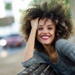 Rambut keriting merupakan anugerah yang diberikan Tuhan untuk kita. Rambut ini akan membuat kita tampil menawan. Cukup banyak orang yang menginginkan untuk dapat tampil seperti itu. Namun tentu saja ada hal-hal yang harus diperhatikan dalam perawatan rambut keriting. Apa saja? Mari simak artikel berikut ini!