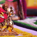 नवरात्रि पूरे भारत में बड़ी धूमधाम से मनाई जाती हैं। अगर आप भी किसी को नवरात्रि पर उपहार देने की सोच रहे हैं, तो हमारे इस आर्टिकल पर आपका स्वागत है । हम आपके लिए ऐसे 10 उपहार विकल्प लाए हैं, जो दिखने में बेहद सुंदर भी है और सस्ते भी है । साथ में हमने आपको नवरात्रि के बारे में काफी जानकारी भी दी है जो आपके काम आएगी । अधिक जानने के लिए पढ़ते रहिए ।