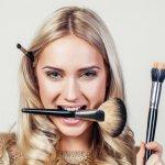 Ingin melengkapi peralatan makeup Anda? Tentunya, Anda musti mengetahui apa saja produk makeup yang tren di tahun 2019 ini. Apalagi, produk-produk tersebut juga bisa mempercantik tampilan Anda. Simak ulasan berikut ini, yah.