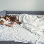 Sofa bed menjadi pilihan yang pas untuk menghemat ruang. Bisa sekalian jadi ruang tamu atau ruang keluarga, sekaligus kamar tamu. Sofa ini bisa berubah menjadi tempat tidur dalam waktu singkat. Ingin mencari sofa bed untuk rumah Anda, berikut rekomendasinya.