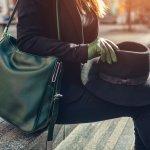 この記事では、多くの50代女性に支持されているレザー製レディースショルダーバッグを扱うブランドを、ランキング形式でご紹介します。各ブランドは、編集部がwebアンケートをはじめとする調査に基づいて厳選しました。人気ブランドの革製ショルダーバッグの特色をチェックして、自分に似合う一品を見つけてください。