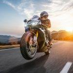 Mengendarai motor memang sangat nyaman dan cepat. Namun yang harus diperhatikan adalah aspek kenyamanan selama Anda di perjalanan. Melalui artikel ini, BP-Guide akan memberikan rekomendasi perlengkapan safety riding terbaik buat Anda.