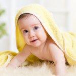 タオルケットは、様々な使い方ができるため出産祝いとして贈ると喜ばれるプレゼントです。今回は、出産祝いに最適な人気タオルケットのブランドをランキング形式でご紹介します。赤ちゃんの肌はとても繊細ため、肌に優しいオーガニックコットンやパイル地など、肌に触れても刺激の少ないもので、肌触りのやわらかいものを選ぶのがおすすめです。ぜひ参考にしてください。