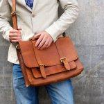 肩掛けできるショルダーバッグは、荷物を持ち運ぶのに便利なアイテムのひとつです。そこで今回は、webアンケート調査をもとに、30代男性に多く選ばれているメンズショルダーバッグのブランドをランキング形式にてまとめました。編集部厳選の人気ブランドが目白押しなので、30代らしいかっこよさを後押しするひと品を見つける参考にしてください。