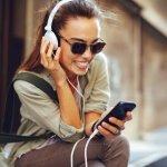Penggunaan gadget dewasa ini memang tak bisa dipisahkan termasuk aksesori pelengkapnya. Kalau kamu sedang mencari headphone atau earphone berkualitas dengan harga yang miring, kamu bisa simak ulasan dan rekomendasi BP-Guide dalam artikel berikut ini.