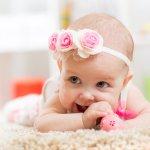 Memiliki seorang bayi tentu sangat membahagiakan bagi seorang ibu, apalagi bayi tersebut adalah anak yang pertama. Salah satu bentuk kasih seorang ibu adalah mendandaninya dengan pakaian yang lucu dan imut, namun tetap terlihat cantik. Ini dia rekomendasi baju untuk bayi perempuan Anda yang bisa membuatnya tampil menggemaskan.