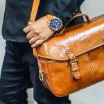 父の日には、毎日仕事を頑張ってくれている父親に、ちょっと上質なバッグをプレゼントしてあげましょう。今回は、父の日のプレゼントに人気のバッグを【2020年 最新版】としてランキング形式にまとめました。仕事で使ってもらうバッグを父の日のプレゼントにする場合であれば、通勤時の服装(スーツ・カジュアルスタイルなど)や、通勤手段(徒歩・自転車・電車・車など)も考慮して選びましょう。