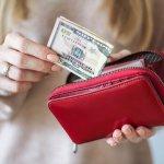 ナイロン財布というとチープなイメージがありますが、最近はおしゃれなナイロン財布がたくさん揃っていて、女性からの注目を集めています。そこで今回は、【2019年最新情報】としてプレゼントに人気のレディースナイロン財布をまとめました。大人っぽいデザインやコンパクトな二つ折り財布などおすすめが満載ですので、ぜひ参考にしてください。