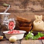 Daging giling yang baik serta tetap terjaga kualitasnya berasal dari mesin giling daging yang berkualitas. Jangan sampai salah mencari mesin daging giling. Berikut ini, BP-Guide akan memberikan rekomendasi mesin giling daging yang pas untuk Anda.