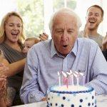 Ayah Anda berulang tahun? Jangan sia-siakan momentum itu yah. Tunjukkan kasih sayang Anda dengan memberi kecupan, pelukan, doa dan ucapan selama ulang tahun. Selain itu, jangan lupa juga berikan kado ulang tahun yang paling berkesan.