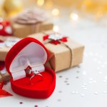 彼女へのクリスマスプレゼントに素敵なリングを贈って、思い出に残るプレミアムなクリスマスを過ごしましょう!そこで今回は、彼女が喜ぶリングのクリスマスプレゼントが見つかるブランドを、ランキング形式でご紹介します。編集部がwebアンケート調査などを元に厳選した人気ブランドが目白押しなので、ぜひ最後までご覧ください。