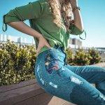 Celana Jeans adalah celana yang tidak lekang dimakan zaman. Celana ini terus menghadirkan inovasi terbaru sehingga tidak pernah ketinggalan zaman. Apa saja jenis celana jeans yang paling happening di tahun 2018 ini? Simak ulasan dari BP-Guide berikut ini.