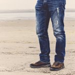 Celana jeans adalah fashion item yang tak lekang waktu. Celana ini bisa dipadukan dengan berbagai jenis atasan untuk tampilan yang keren dan stylish. Kalau kamu butuh referensi celana jeans terbaru, kamu bisa simak rekomendasi BP-Guide berikut!