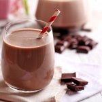 Susu cokelat bisa jadi pilihan untuk kamu yang bosan minum susu putih. Rasanya enak dan pastinya gizinya tak kalah dengan susu putih. Yuk, cek rekomendasi susu cokelat enak untuk kamu!
