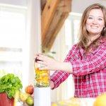 Mengonsumsi jus buah memang sangat dianjurkan untuk menjaga kesehatan. Anda tak perlu repot buat jus atau smoothies buah dan sayur di rumah karena kini ada banyak pilihan mini blender atau juicer yang praktis dan tak repot saat digunakan.