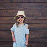 Aksesori bagi anak tak selalu soal perhiasan. Topi juga merupakan aksesori yang dapat membuat anak semakin menggemaskan saat memakainya. Selain membuat penampilan anak menjadi lucu, topi juga mampu melindungi kepala anak dari berbagai cuaca. Simak tips topi anak yang sedang tren ini, yuk!