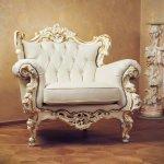 Kesan eksklusif bisa Anda hadirkan pada ruang tamu dengan memilih perabotan berupa kursi ukir. Ada banyak jenis dan desain kursi ukiran yang bisa Anda jadikan pilihan, mulai dari desain minimalis hingga mewah. Tertarik dengan kursi ukiran nan klasik ini? Yuk, intip beberapa pilihan kursi ukir yang menawan untuk ruangan Anda.
