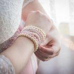 真珠のアクセサリーは結婚祝いや母の日のプレゼントなど、幅広いシーンでの贈り物におすすめです。真珠のアクセサリーはネックレスやピアス、バレッタなど様々な種類のものがあります。今回は「2020年最新情報」として、あこや真珠のネックレスやパールのバレッタなどをご紹介します。ぜひ、贈る相手の方に喜ばれるパールアクセサリーを選んでください。