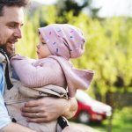 Ingin dengan mudah membawa bayi Anda jalan-jalan? Gendongan depan menjadi pilihan yang pas untuk Anda. Banyak pula keuntungan lain jika memakai gendongan depan ini. Pengen tahu bagaimana cara memilih gendongan depan yang pas untuk Anda? Simak tips dan rekomendasinya berikut ini, yah.
