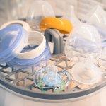 Orang tua harus selalu menjaga kebersihan barang-barang yang digunakan bayi, termasuk botol susu. Pastikan botol susu steril dan bebas kuman dengan alat sterilizer botol terbaik. Simak rekomendasi selengkapnya hanya dalam artikel BP-Guide berikut ini.