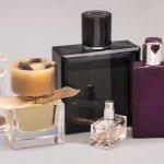 Sempurnakan penampilanmu sehari-hari dengan menyemprotkan parfum ke beberapa titik bagian tubuh untuk menghasilkan aroma yang wangi dan khas. Aroma parfum yang tahan lama akan membuat kamu percaya diri sepanjang hari. Kamu bisa mengandalkan rekomendasi parfum import ini untuk menyempurnakan penampilanmu.