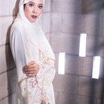 Dunia fashion semakin ramah muslim, terutama dengan bermunculannya desainer dan hasil desainnya bagi wanita-wanita berhijab. Jadi, wanita berhijab saat ini punya banyak pilihan model dan warna untuk mengenakan pakaian ke acara-acara formal seperti kondangan. Nih, BP-Guide punya rekomendasi baju kondangan dan tips padu padannya.
