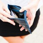 薄いレディース財布は、小さなバッグに収まるサイズのおしゃれなものが人気を集めています。今回は、女性へのプレゼントに最適な薄い財布の2019年最新情報をご紹介します。どれも魅力的な財布ばかりですので、贈る相手の方の好みに合わせて、素敵なプレゼント選びの参考にしてください。