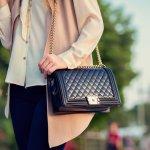 Tas wanita memegang peranan penting untuk tampilan wanita. Oleh karena itu, kamu wajib memilih tas dengan benar. Simak tips memilih tas dari kami. Jangan lupa cek rekomendasi tas wanita murah dari kami!