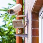 Keamanan adalah faktor utama yang harus dipastikan agar tidak terjadi hal yang merugikan di rumahmu. Dengan kecanggihan teknologi, kamu bisa memasang kamera CCTV untuk memastikan keadaan rumah tetap aman meski kamu tinggal pergi. BP-Guide punya rekomendasi CCTV terbaik untuk melindungi rumahmu.